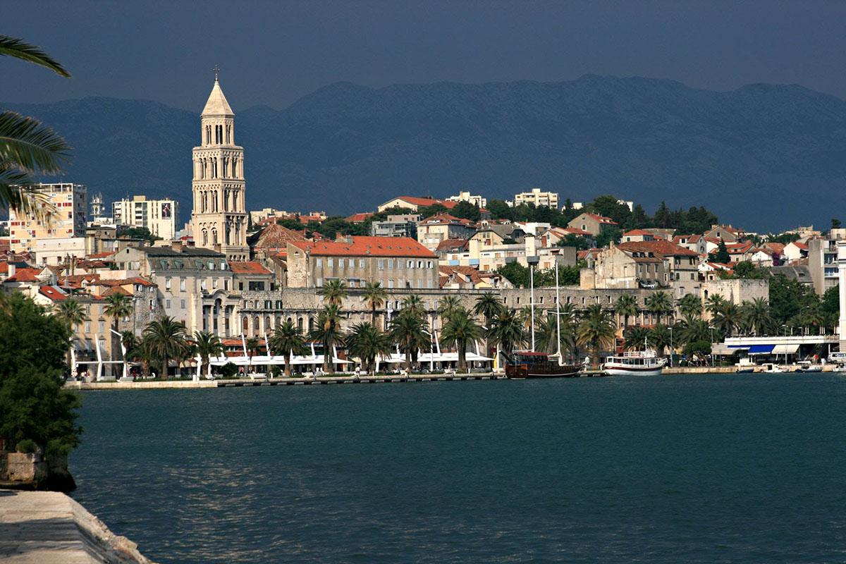 Split: Caesar's summer residence | Plavi Horizont